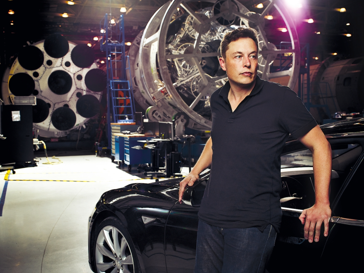 Tesla Motors' Elon Musk plans to build cars that fly and swim