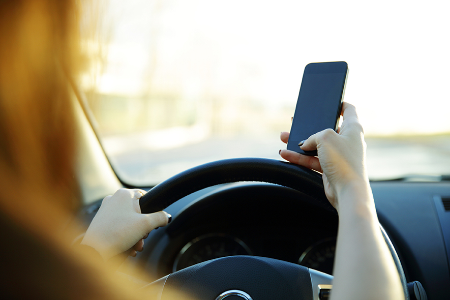 Digitally distracted driving: on therise